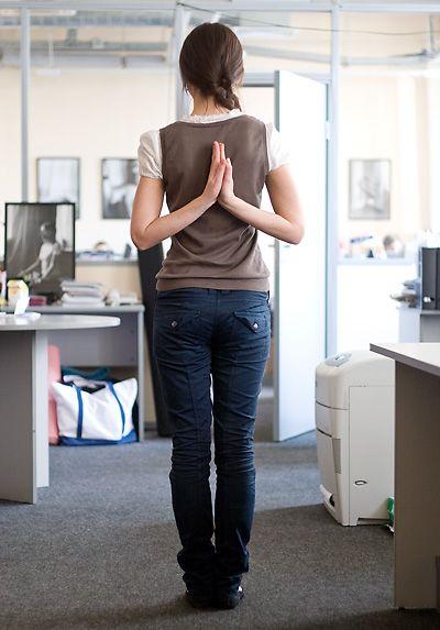 Как сделать зарядку для спины на работе