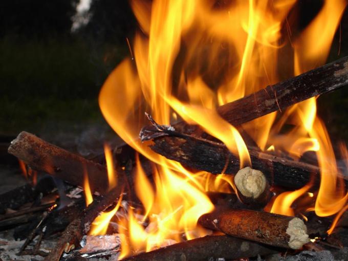 огонь причислен к одной из четырех стихий и имеет не менее важное значение чем вода, земля и воздух