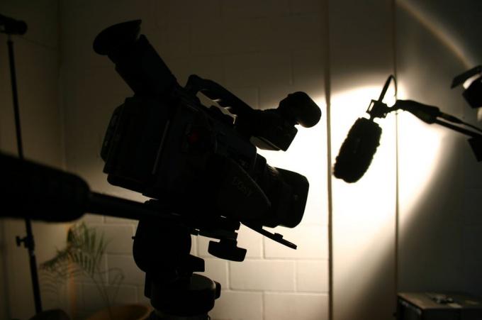 Чтобы снять и смонтировать свой фильм не обязательно иметь профессиональное оборудование!