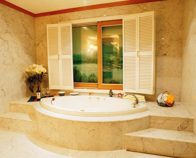 Замена ванны может полностью изменить ванную комнату