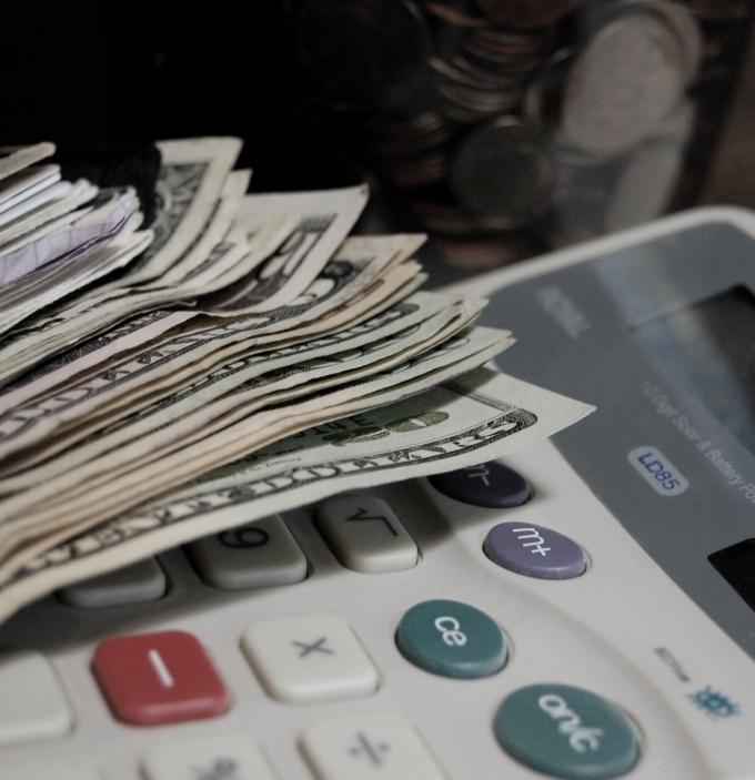 Как обналичить деньги с расчетных счетов