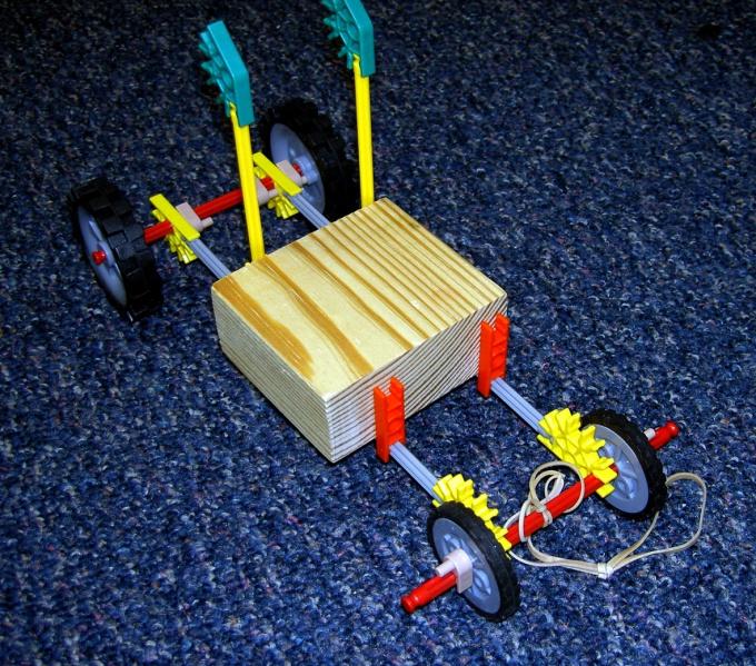 Из конструктора можно сделать игрушки для сюжетных игр