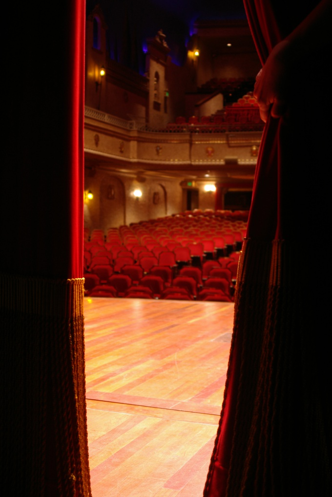How to enter the theater Institute