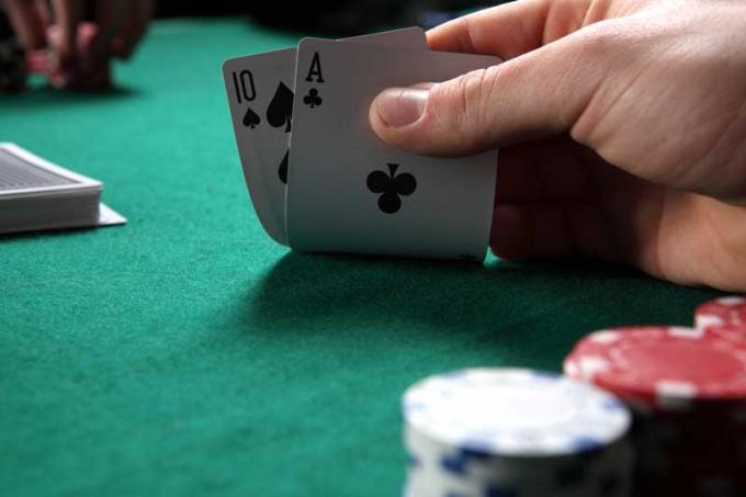 В покере не все зависит от одной лишь удачи.