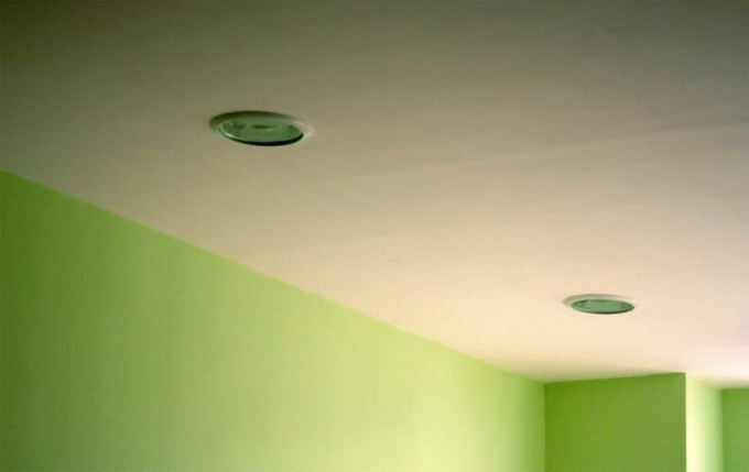 How to seal the seam on the ceiling