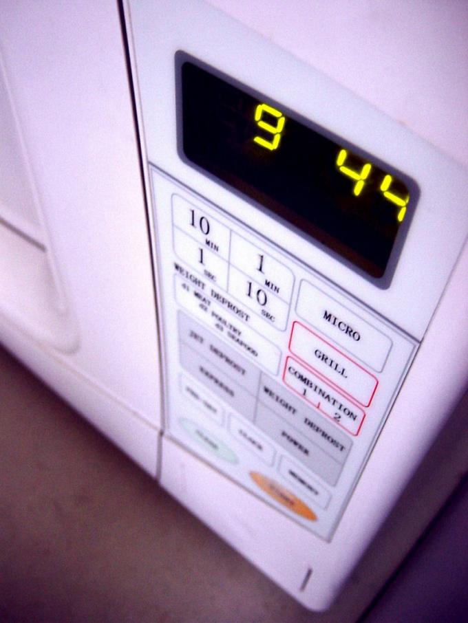 Очень важно своевременно чистить микроволновую печь