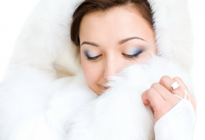 How to clean a white fur coat