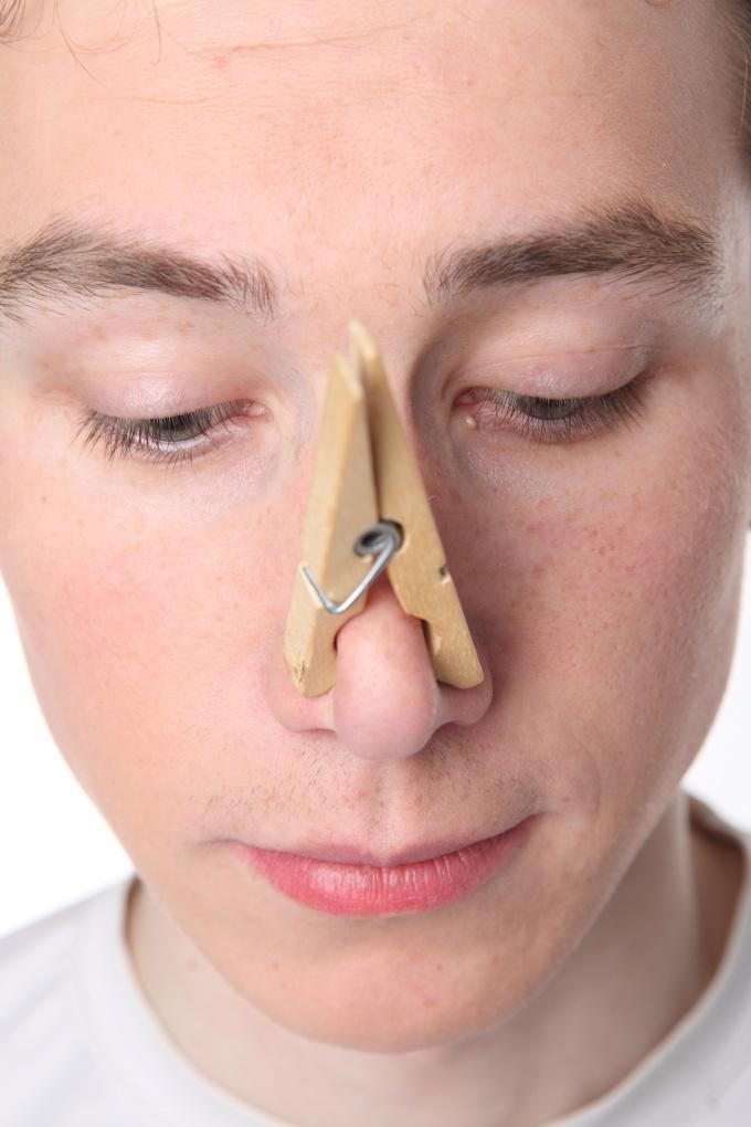 Чтобы не стать источником плохого запаха, нужно бороться с потливостью
