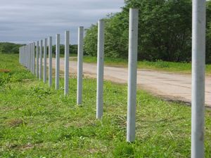 Как построить забор своими <b>руками</b>