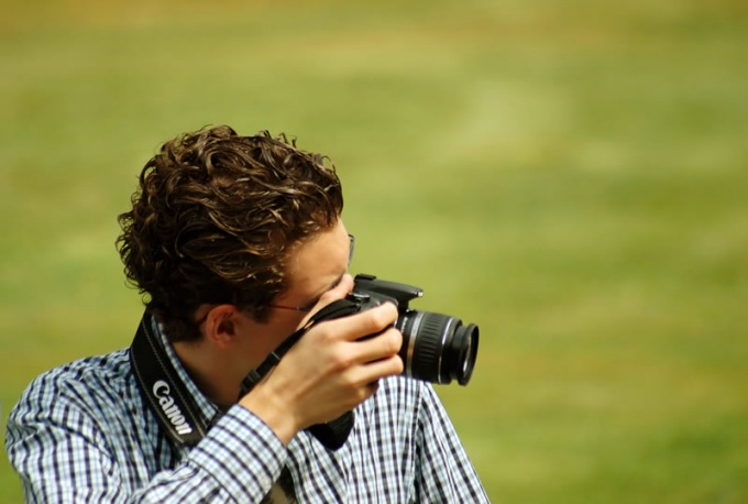 Do not try to purchase the most feature-rich SLR camera. The beginner would be enough cheap