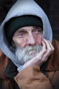 многим пожилым доводится переселяться в дом престарелых