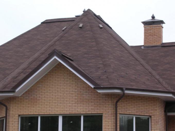 Чем больше уклон крыши, тем она защищеннее от протечки