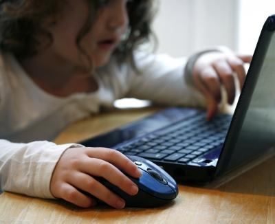 Если вы не уверены в компьютерной грамотности тех, кому доверяете свой компьютер - установите для них ограничения.