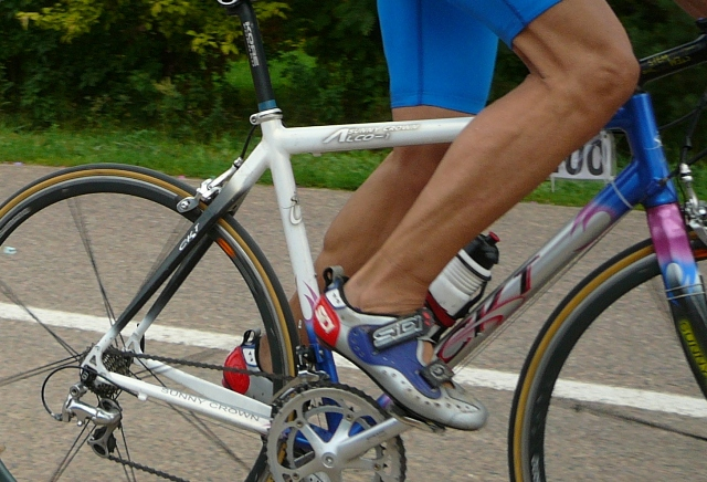 How to operate the pedals of the bike