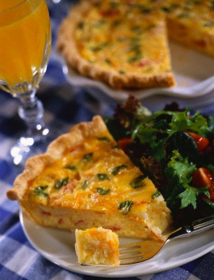 Киш-лоран делается быстро и его вполне можно подать в качестве праздничного блюда