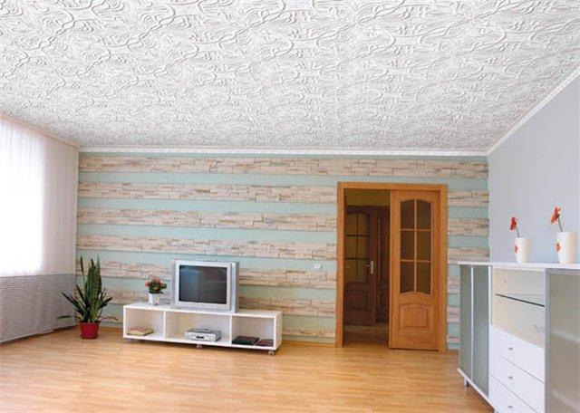 Как клеить потолок плитками