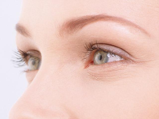 Маленькие глаза нужно красить правильно, иначе они будут казаться еще меньше