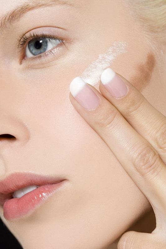 Тональный крем должен по цвету сочетаться с кожей