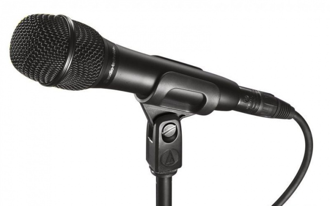 How to set microphone on laptop