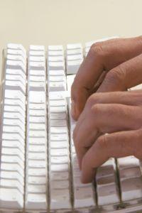 В текстовых редакторах часто присутствуют шаблоны документов, в том числе и официальных писем. Воспользуйтесь ими.