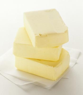 Масло не должно быть яркого желтого или яркого белого цвета