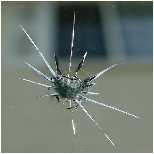 Как остановить трещину в лобовом стекле