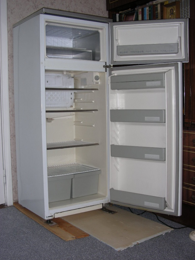 Often for repair of the refrigerator enough to replace the door seal