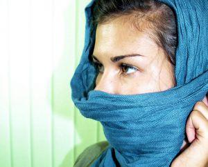 Девушке достаточно произнести две фразы, чтобы принять исламскую религию