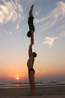 Как научиться стоять на руках