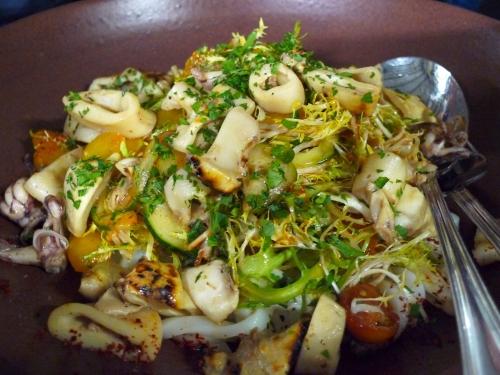 Оригинальный и вкусный салат - украшение любого стола.