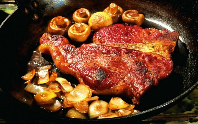 Еда приготовить мясо