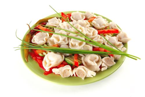 Вареники делают с овощными или ягодными начинками.