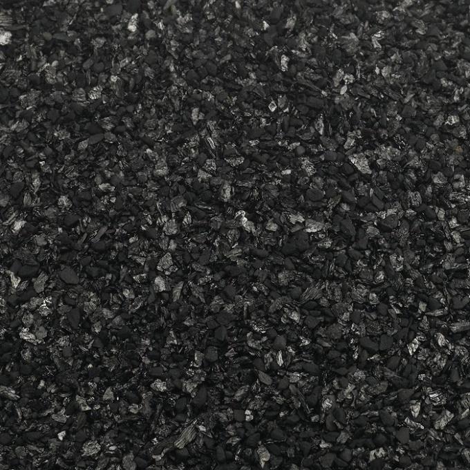 Активированный уголь отлично очищает спирт в домашних условиях