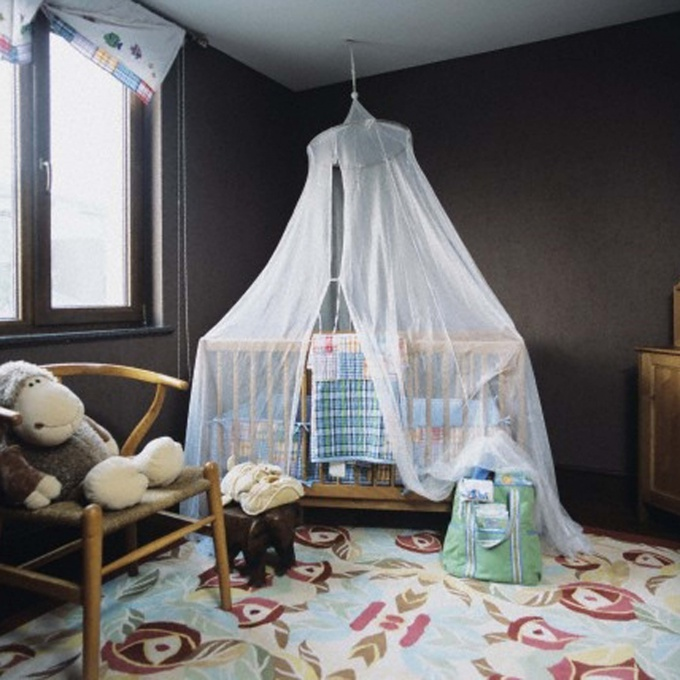 Many children are more comfortable and safer under the canopy