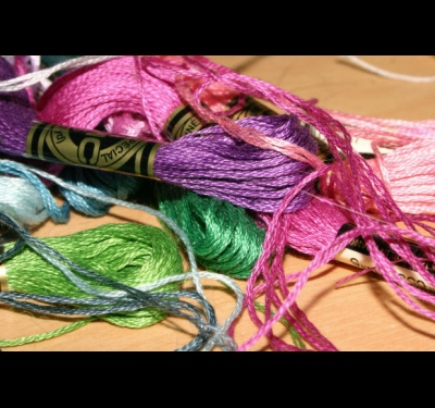 How to weave baubles of floss with the name