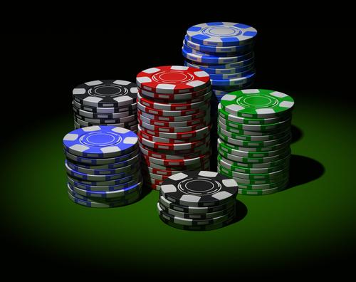 Покер - это карточная игра, в которой выигрывает тот, у кого лучшая комбинация карт