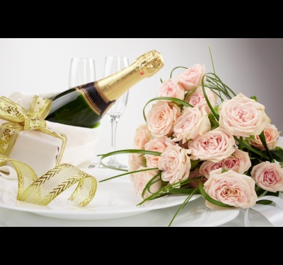 How to decorate a bottle of champagne