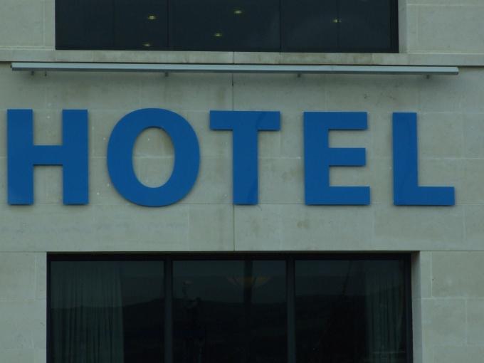 """Прежде, чем отель откроет двери для гостей, его хозяину придется """"свернуть горы"""""""