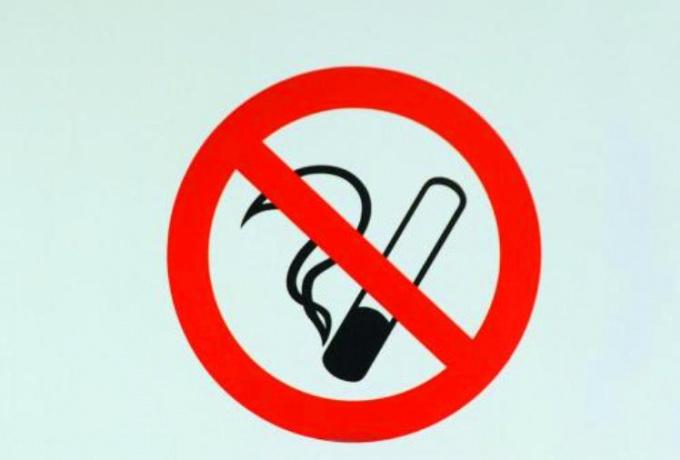 Не допускайте курения дома. От дыма сигарет очень сложно избавиться