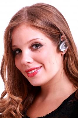 Трудно придумать более удобное средство для разговоров по телефону, чем беспроводная гарнитура
