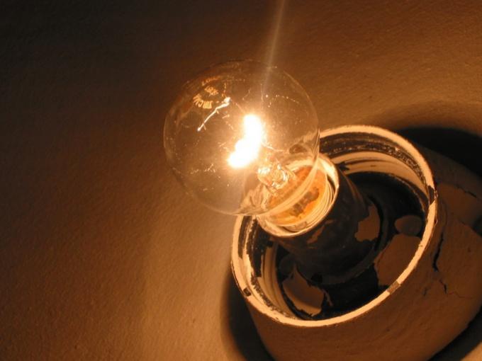 С капелькой фантазии можно превратить даже самую обычную лампочку в оригинальную