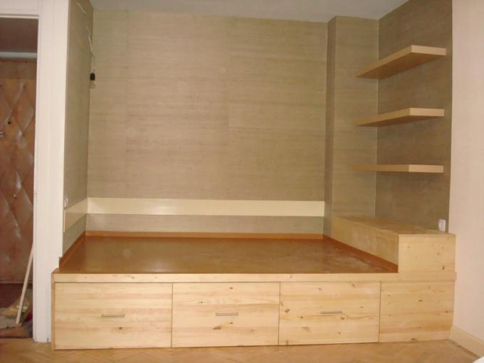Кровать-подиум - это красиво и стильно