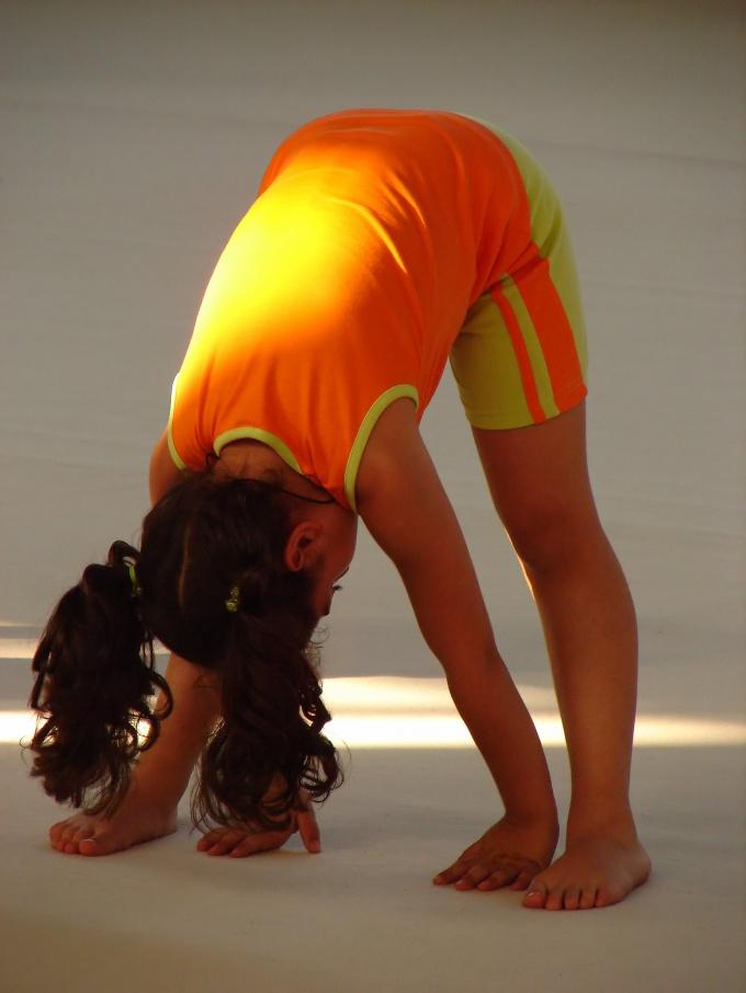 Начинать гимнастику необходимо с разминки