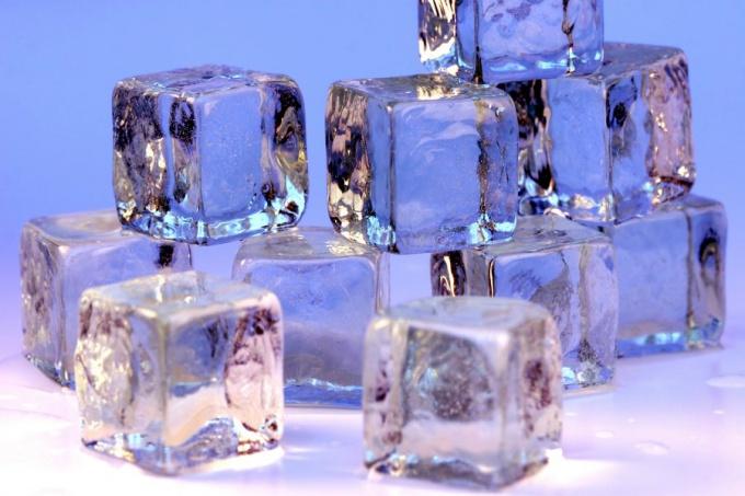За воду, затвердевшую под влиянием холода, люди тоже готовы платить