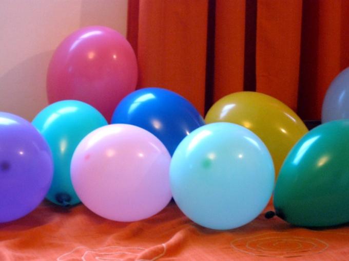 Разноцветные воздушные шарики будут отличным украшением для любого праздника!