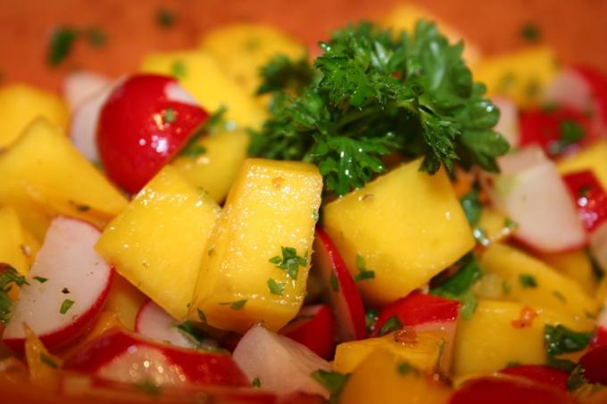 Сладкий и сочный плод манго - фантастический источник витаминов