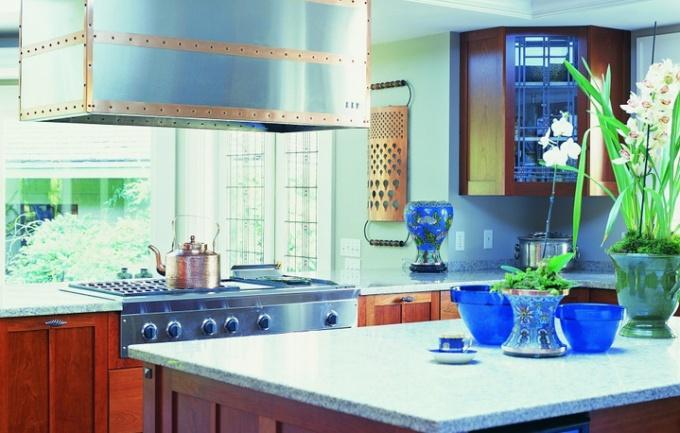 Проектируя кухню, исходите из эргономичности и правил безопасности