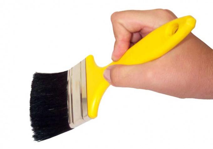 Для покраски вам понадобится кисточка или валик