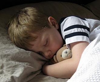 Как приучить ребенка к его кровати