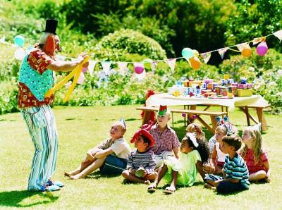 Моделирование из воздушных шариков станет прекрасным развлечением на детском дне рождения.